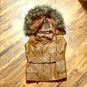 Rue 21 size M pleather vest with fur